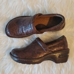 Boc Born Peggy Clogs Brown Textured Size 7